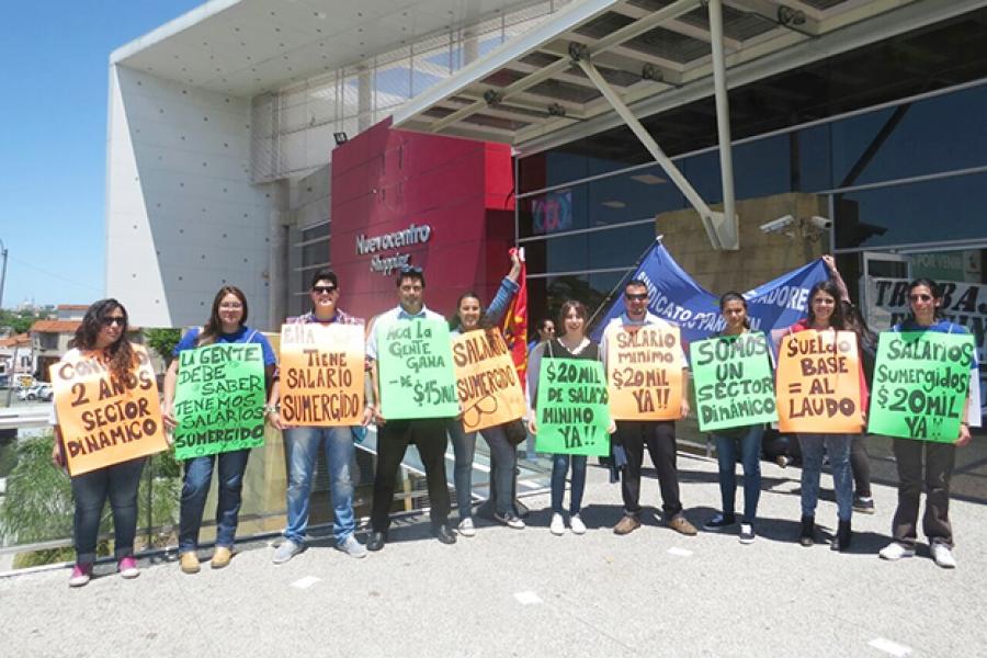 Trabajadores de Fuecys despliegan acciones ante trancazo de negociaciones