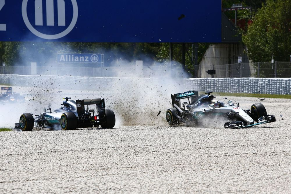 Rosberg meant to press rear gun button