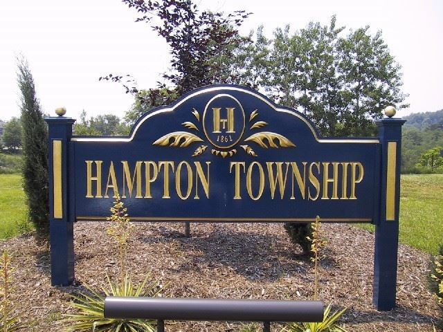 Pittsburgh Suburbs: A History of Hampton Township