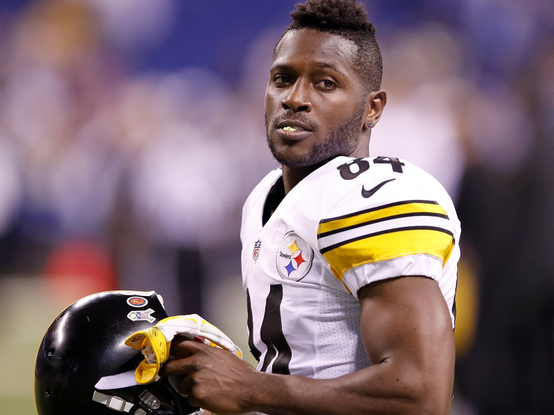 """Report: Antonio Brown """"pouted"""" after Steelers TD, too concerned with stats"""