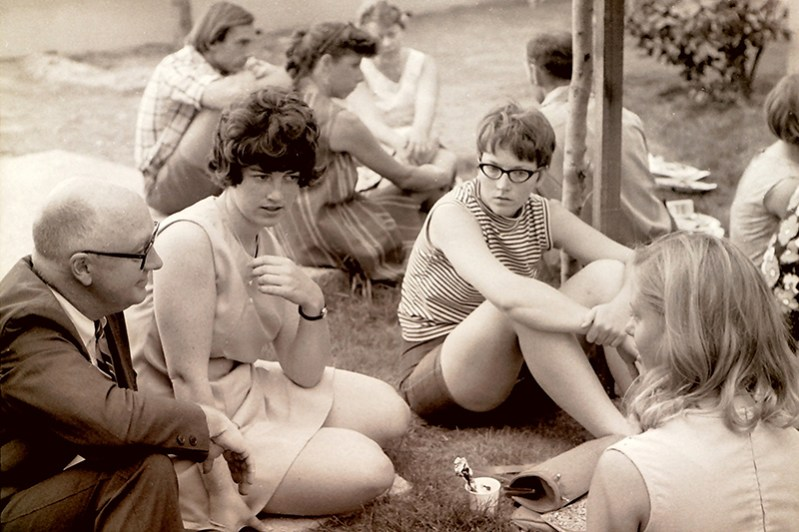President Atherton in Mead Courtyard with Students, 1968