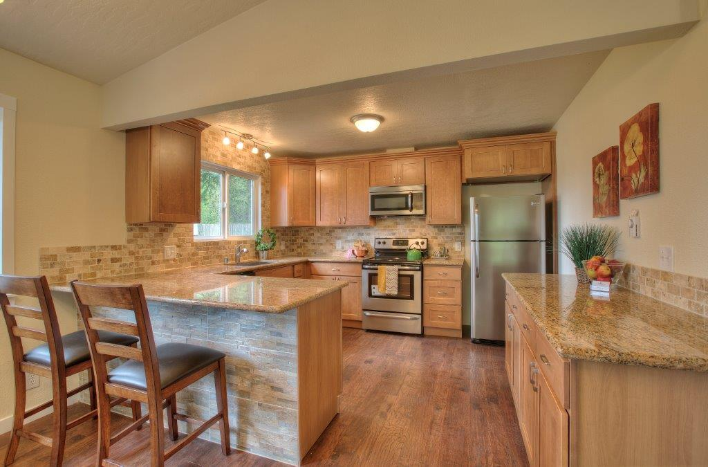 Pecan Shaker (Maple) - Pius Kitchen & Bath on Countertops With Maple Cabinets  id=25384