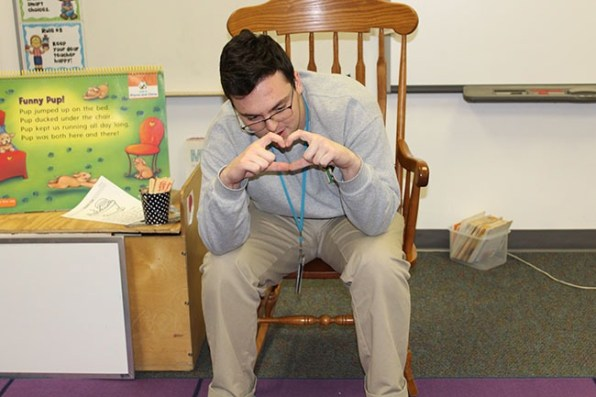 spanish class students read to elementary students