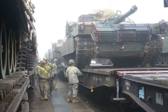 US Army soldiers unloading M1A2 Abrams tanks during Combined Resolve III