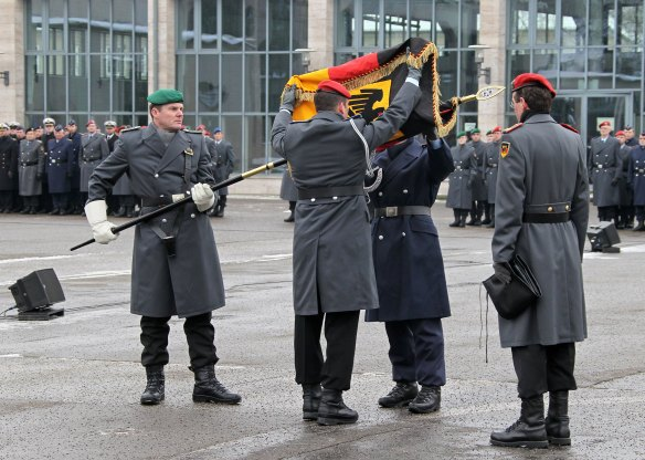 Die Indienststellung des Kommandos Territoriale Aufgaben der Bundeswehr und Außerdienststellung Standortkommandos Berlin, in der Julius-Leber-Kaserne 2013