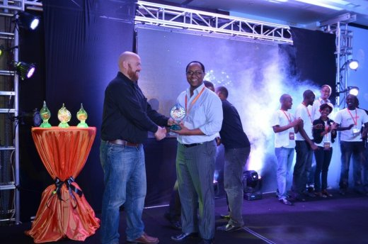 Erik Hersman giving Geoffrey Ndosi of Go Finance the trophy