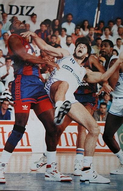 Fuente: www.solobasket.com Sus duelos con Fernando Martin..MITICOS,BRUTALES....Y APASIONANTES