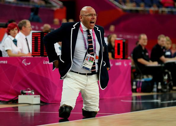 Fuente: www.zimbio.com Gert Van der Linden dirigiendo a su equipo