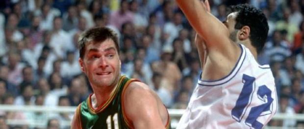 Fuente: https://basketretro.com Sabonis frente a Divac, aunque lo cierto...es que (pese a los 20 puntos de Sabas) no fueron los mas destacados de sus equipos