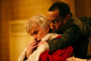 BS2-17603_CROP (l-r) Billy Bob Thornton stars as Willie Soke and Tony Cox as Marcus Skidmore in BAD SANTA 2, a Broad Green Pictures release. Credit: Jan Thijs / Broad Green Pictures