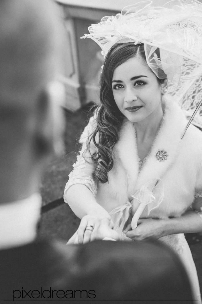 braut-schirm-trauung-bride-standesamt-neunrade-sauerland-hochzeitsfotograf