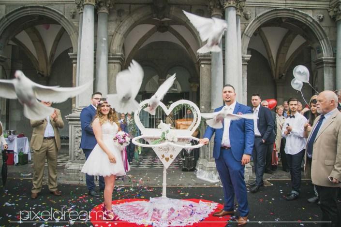 Braut - Bräutigam - Tauben - Weiße Tauben - Hochzeitstauben