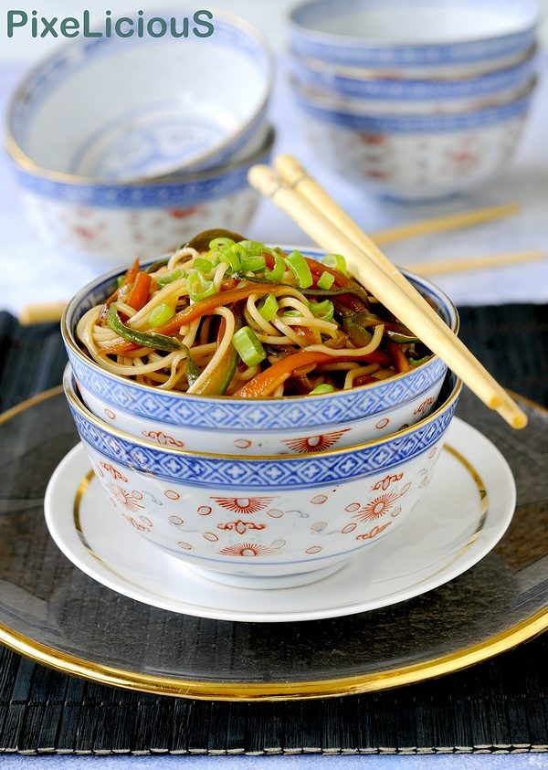 noodles di frumento con verdure