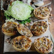 Mini-quiches con Verza, Scamorza e Noci