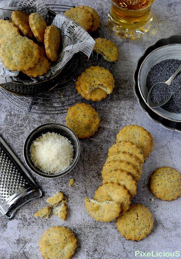 Biscottini Salati di Riso al Parmigiano con Semi di Papavero
