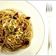 Spaghetti Integrali al Rosmarino con Pomodori Secchi e Pinoli