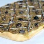 La Pissaladière (Focaccia Provenzale con Acciughe, Cipolle Dorate, Capperi e Olive)