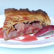Torta Rustica di Farina di Castagne con Pere e Lamponi al Vino Rosso