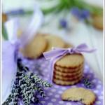 Biscotti al Burro con Limone e Fiori di Lavanda