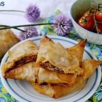 Fagottini di Pasta Phyllo con Robiola, Pomodorini, Olive ed Erba Cipollina