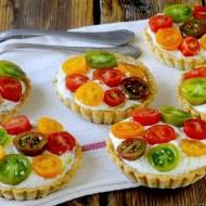 Tartellette Salate al Parmigiano con Bufala al Basilico e Pomodorini