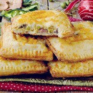 Bacon, Cheddar and Potatoes Hot Pockets: Hand Pies con Bacon, Formaggio Cheddar, Patate e Piselli