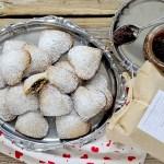 Biscotti di Farro Ripieni di Confettura di Olive Nere