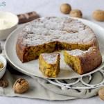 Torta 'Pan di Zucca' con Carote, Noci e Cioccolato al Latte (Senza Uova)