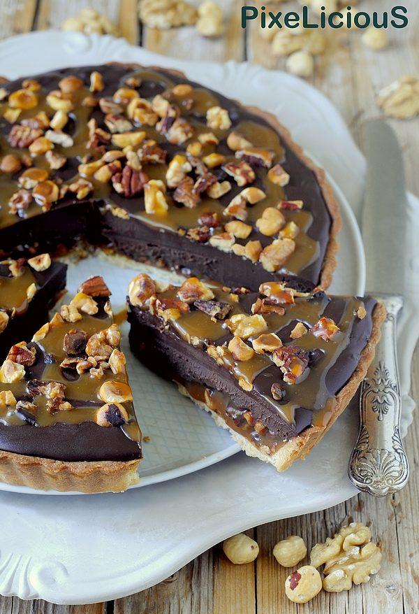 Crostata al Caramello con Frutta Secca e Ganache al Cioccolato e Caffè