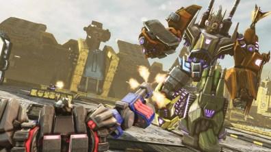 3858Transformers Fall of Cybertron_Bruticus battle