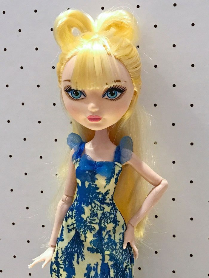 Cute bow style for Barbie doll.
