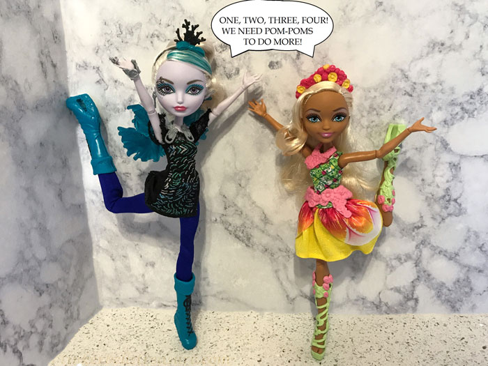 Image of Faybelle Thorn and Nina Thumbell dolls.