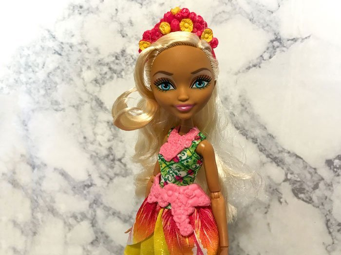 Ever After High doll: Nina Thumbell.
