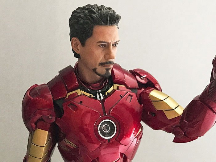 Tony Stark sculpt on Iron Man Mark IV from Hot Toys.