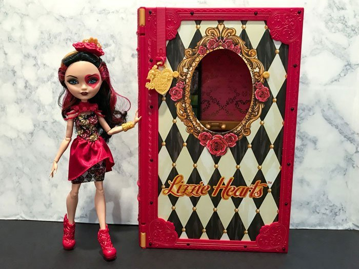 Spring Unsprung Lizzie Hearts With Book Playset.