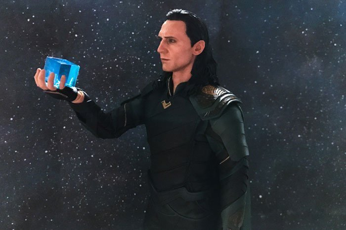 Hot Toys Loki holding the Tesseract.