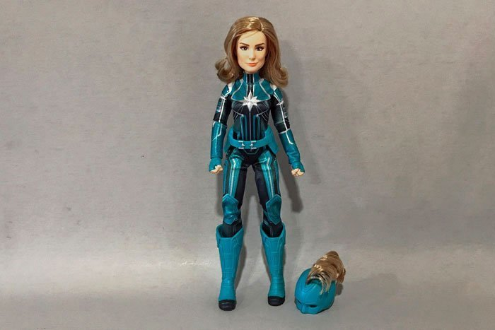 A review of Hasbro's Captain Marvel Starforce doll.