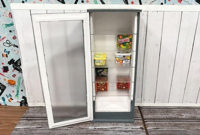 DIY Freezer for Barbie and other twelve-inch dolls.