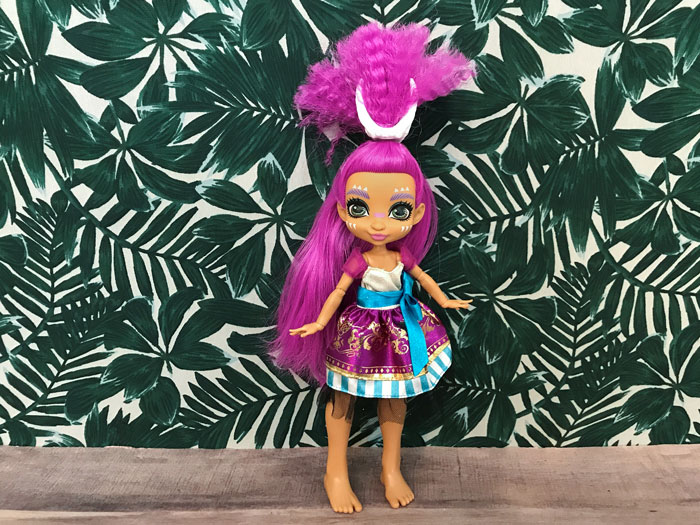 Do Ever After High clothes fit Cave Club dolls?