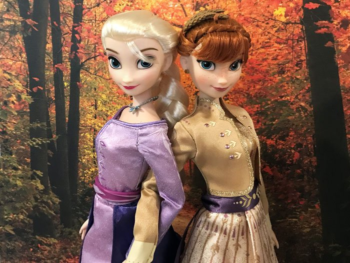 A review of Anna and Elsa Disney dolls from Frozen 2.