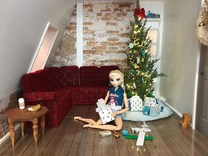 Decorating A Barbie Room For Christmas.