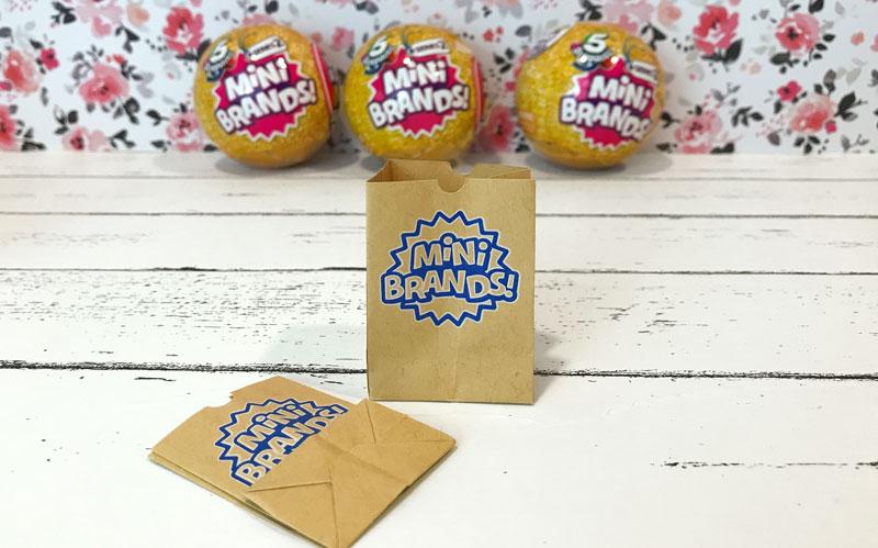 5 Surprise Mini Brands Series 2: Shopping Bags.