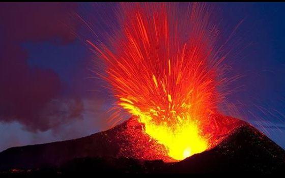 Stromboli, fortissima esplosione: boato e tremore in Calabria, paura a Tropea [VIDEO] – Meteo Web