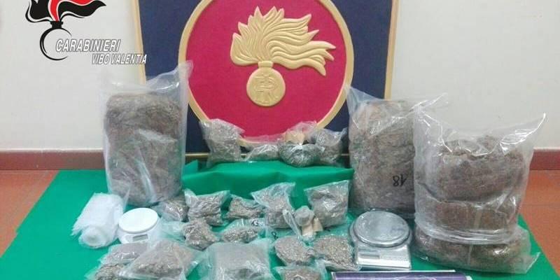 Marijuana nascosta in garage nel Vibonese, in due ai domiciliari
