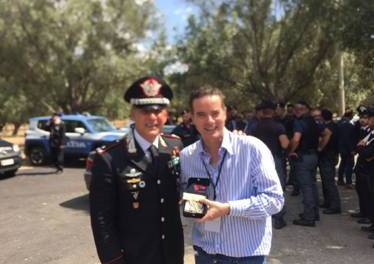 """L'Arma dei Carabinieri omaggia Klaus Davi con """"Farfalla"""" simbolo di coraggio – strill.it"""