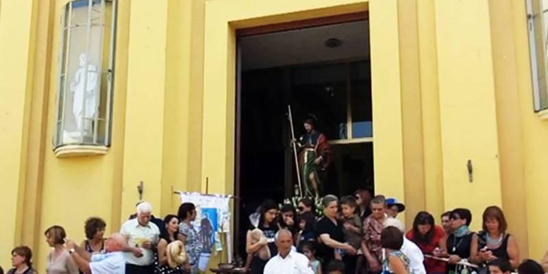 """Festeggiamenti civili """"vietati"""" dal parroco, la festa di San Rocco finisce nel caos ad Acquaro"""