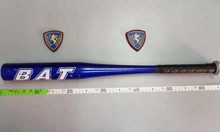 Fermato con una mazza da baseball in auto a Pizzo, denunciato ventitreenne