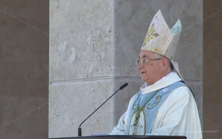 """Nel giorno di Natuzza il vescovo bacchetta gli """"haters"""": «Mi hanno dato del pedofilo ma li perdono» – Video"""