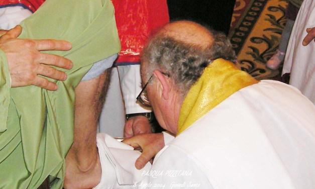 """PIZZO – PASQUA DEL 2004 – """"IN COENA DOMINI"""" – GIOVEDI' SANTO – Celebrante Don Antonio Gaccetta"""