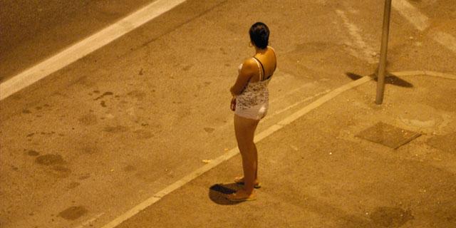 """""""Beccate"""" sul ciglio della strada. Multate 4 donne a Pizzo"""